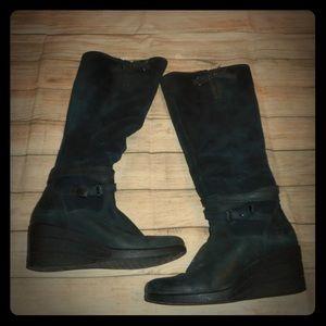 Ugg sz 6 black leather wedge boots